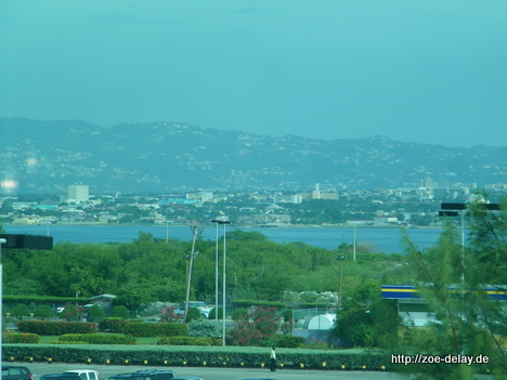 Kingston vom Flughafen