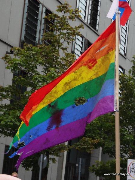 Regenbogenflagge aus Moskau in Berlin