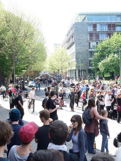 hinten kommen hunderte von einer nicht (more) benötigten Blockade